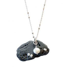 Pebble necklace with cultured pearls